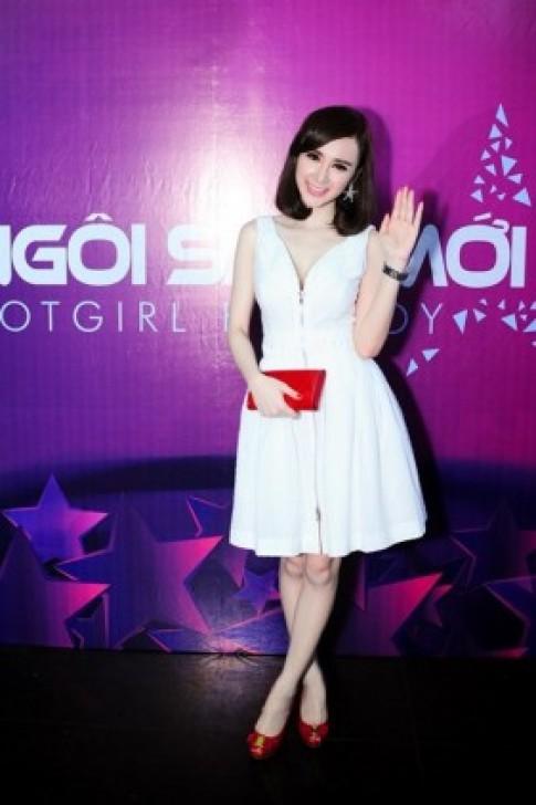 Angela Phuong Trinh tuoi tan di cham thi