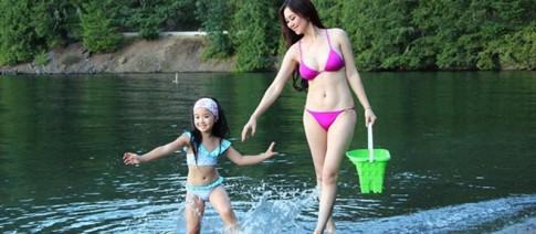 Hoa hau phu nhan nguoi Viet 2013 khoe dang goi cam voi bikini