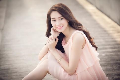 Hoa hậu Thu Thảo đẹp dịu dàng như nàng thơ