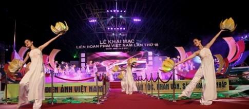 "Lien hoan phim Viet Nam 18: ""Tre hoa"" Sen vang"