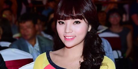 Mặc chỉ trích, Hoa hậu Kỳ Duyên trẻ trung với tóc mái ngố dự sự kiện