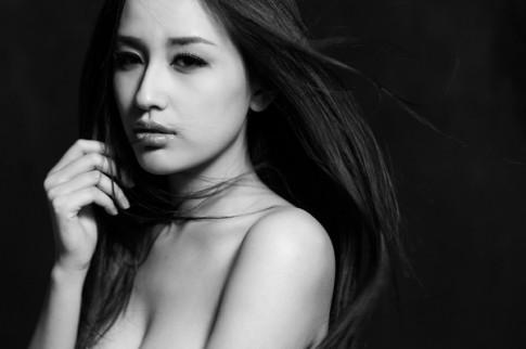 Mai Phuong Thuy dep u buon trong bo anh den - trang