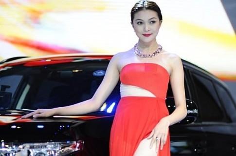 Ngam dan chan dai tai Khai mac Vietnam Motorshow 2014