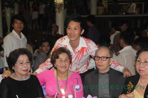 Sinh nhật Hoài Linh bị tưởng là tiệc cưới
