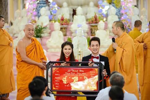 Vi sao Thuy Tien, Tam Tit... chon lam le cuoi o chua?