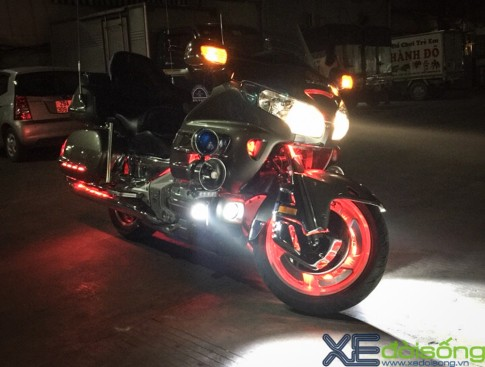 Can canh Honda Goldwing do LED noi bat tai Ha Noi