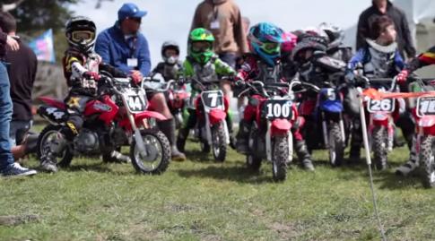 [Clip] Giai dua xe moto Mini hang nam cua nhung chu linh nho