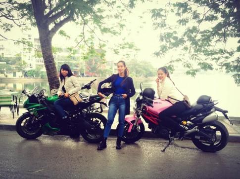 Ba nữ Biker 9X sở hữu mô tô khủng cùng hội tụ tại Hà Nội
