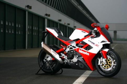 Bimota BB3 mau superbike doc dao su dung dong co BMW S1000RR