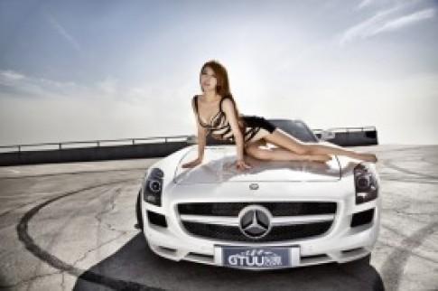 Bo anh Mercedes SLS AMG trang muot ben sieu mau nguoi Hoa