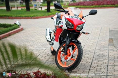 Can canh Honda CBR150R 2015 phien ban Repsol voi gia 114 trieu dong