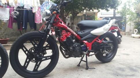 Chiec Suzuki FX do phong cach doc dao tu Ducati Monster