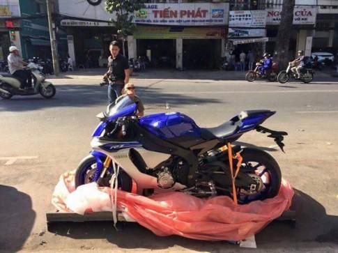 [Clip] Dap Thung Yamaha R1 2015 tai Viet Nam
