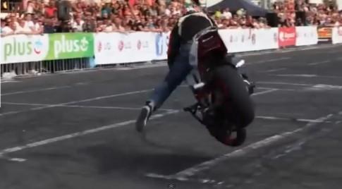 ( Clip ) Stunt moto cuc dinh