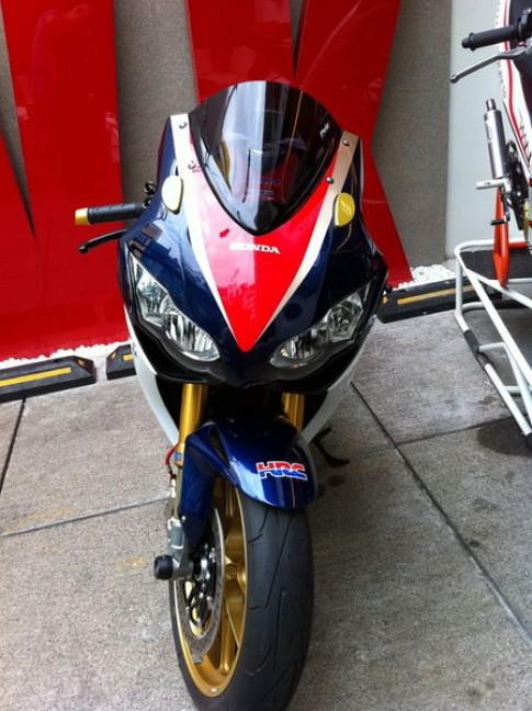 Honda CBR 1000 2008 len tem HRC
