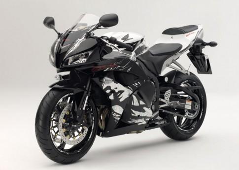 Honda CBR 600RR vs Yamaha R6 chon xe nao cho noi thanh