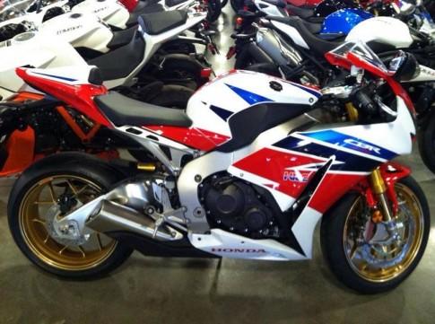 Honda CBR1000rr SP 2014 chiec xe duoc len san do hieu tu My