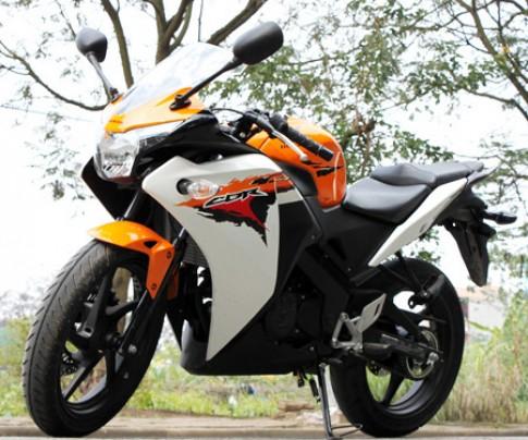 Honda CBR150R va Yamaha R15 - lua chon nao cho anh em 2Banher