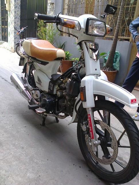 Honda Dream trắng tinh khôi ko tì vết