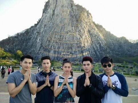 Isaac tung tang du lich Thai Lan cung Ngo Thanh Van