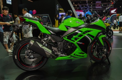 Kawasaki Ninja 300 ABS: Dan dau phan khuc mo to 300cc