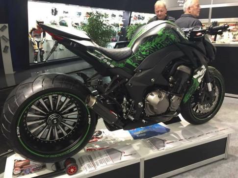 Kawasaki Z1000 ham ho voi dan chan cuc khung