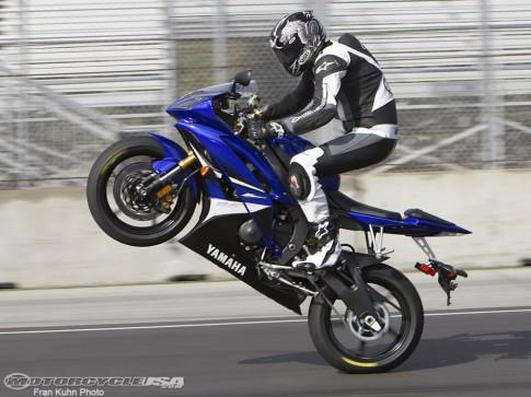 Kawasaki Z1000 và Yamaha R6 Mẫu xe của tử thần!!!