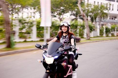 Nhung nu biker Sai thanh vua xinh dep va dam me xe