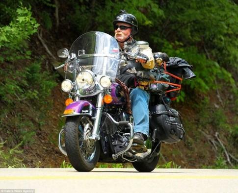 Phuot sanh dieu tren xe Harley Davidson cung 2 chu cun