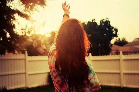 Rồi sẽ tới lúc, trái tim bạn mở rộng, ôm nắng vào lòng và giữ được nắng dành cho những mùa đông sau...
