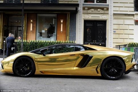 Sieu xe Lamborghini Aventador dat vang rong gay nao loan duong pho
