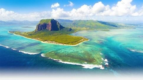 "Ve dep ki dieu: ""thac nuoc duoi bien"" tai dao Mauritius"