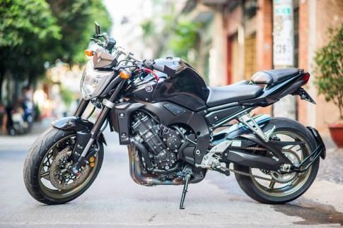 Yamaha FZ1 do lung linh voi nhung option hang hieu tai Sai Gon