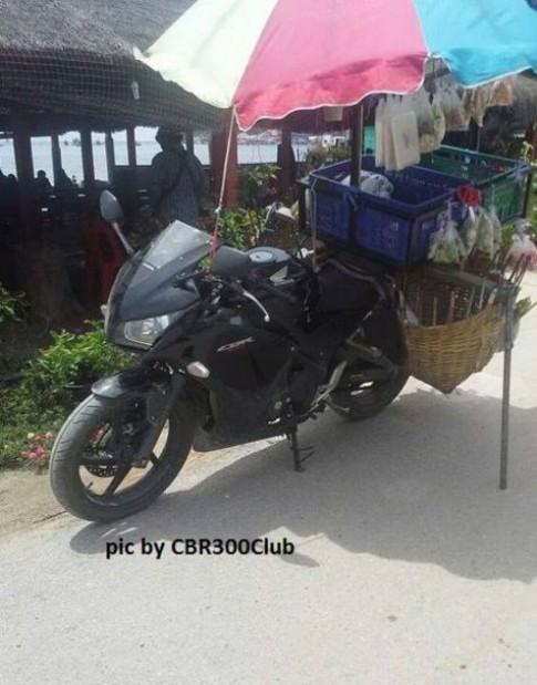 Yamaha R25, Kawasaki Ninja 250R dùng làm bán hàng rong