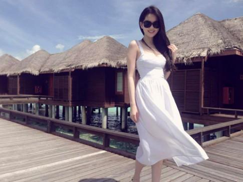 10 bộ váy trắng tinh tế của Ngọc Trinh