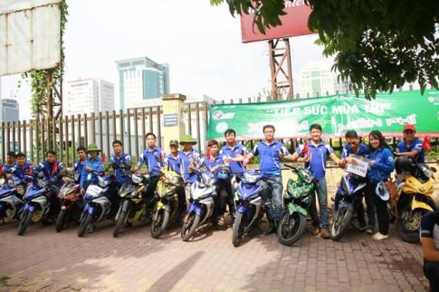100 Biker Exciter lam xe om mien phi cho si tu di thi tai Ha Noi