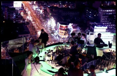 3 quan bar soi dong ve dem o Sai Gon