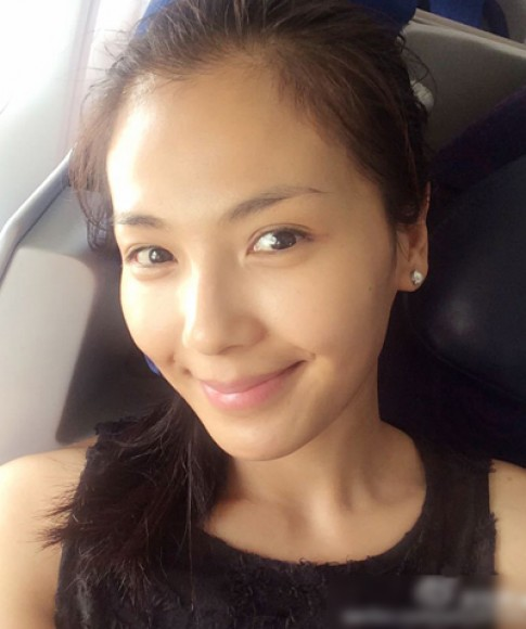 8 my nhan Hoa ngu thuong xuyen khoe mat moc