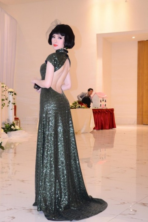 Angela Phương Trinh, Trương Thị May diện váy khoe lưng