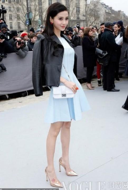 Angelababy điệu đà xem thời trang ở Paris