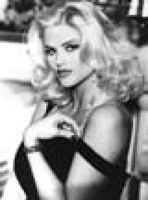 Anna Nicole Smith co the duoc thua ke gan 500 trieu USD