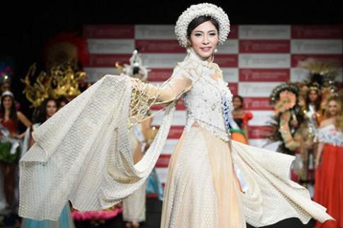 Ao dai cua Thu Thao duoc binh chon Trang phuc dan toc dep nhat