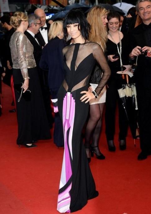 Bach Linh gay soc tren tham do Cannes vi vay ky di