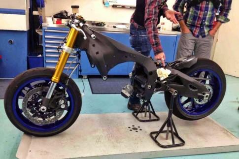 Ban phat thao dau tien cua Yamaha R1 2015