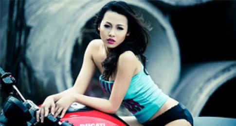 "Ban sao ""Phi Thanh Van"" lanh lung day goi cam ben Ducati Monster"
