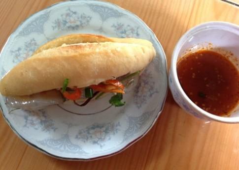 Bánh mì bột lọc đặc sản xứ Huế