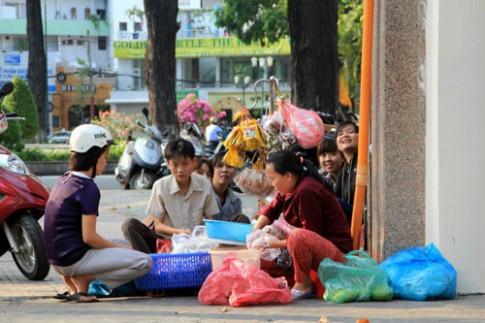 Banh trang tron - mon an duong pho noi tieng Sai Gon