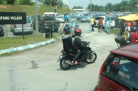 Bắt gặp khá nhiều Exciter và pkl đi xem Moto GP tại Sepang
