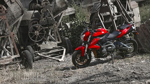 Benelli BN600i chiec nakebike tam trung mang dam chat Y