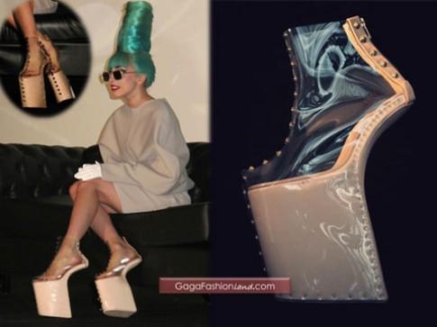 Bi mat ve nhung doi giay kieu geisha cua Lady Gaga